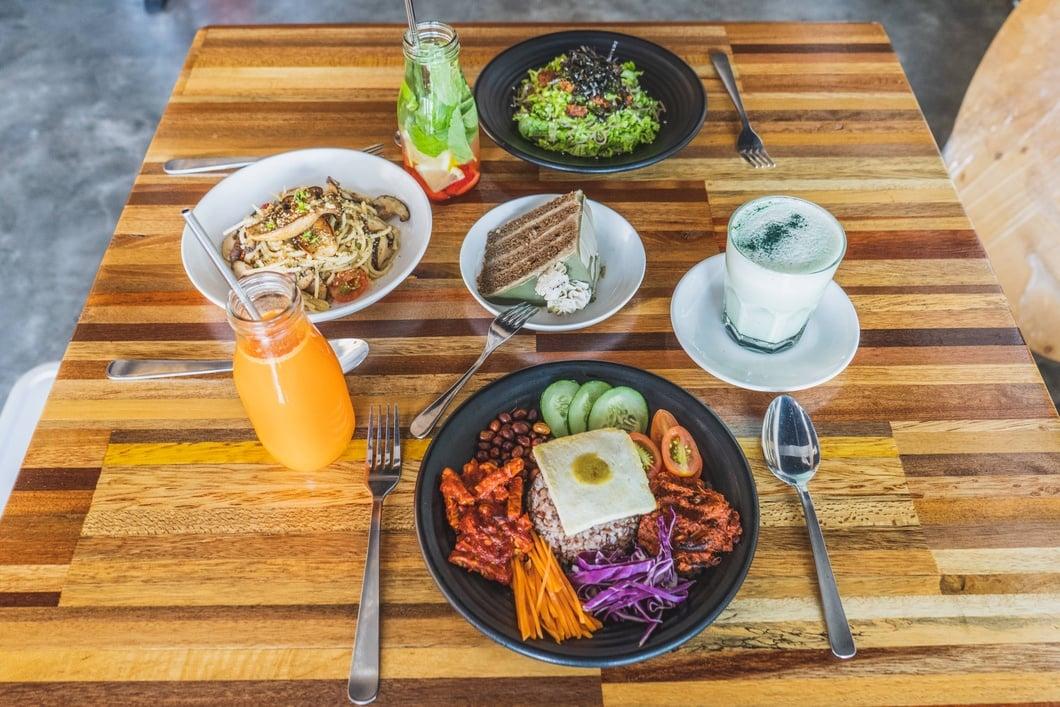 Photo: Matcha Cake, Vegan Nasi Lemak, Salad with Seaweed Topping and Aglio Olio Mushroom