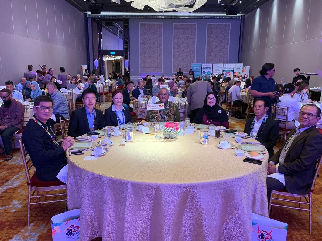 Photo: Kenji Yeo seated with with Dato Zainol from Malaysia High Commission Singapore, Mr. Edzuar, and other key tourism players