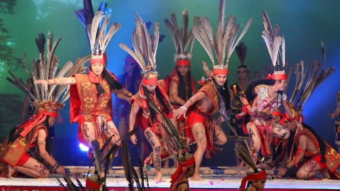 Photo: Murut Magunatip Dance