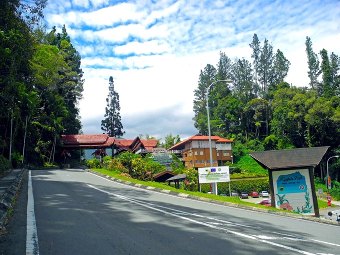 Photo: Kinabalu Park Entrance